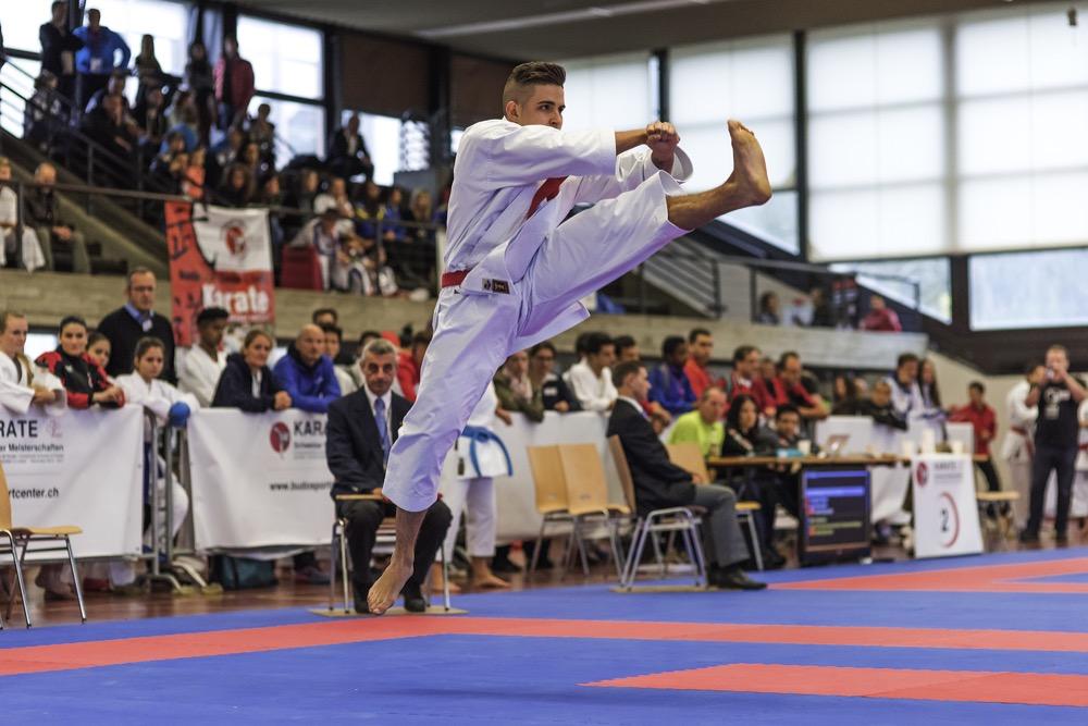 Maurice Rösch beim Katafinal ELITE und seiner KATA Gankaku (Doppel-Kick in der Luft)