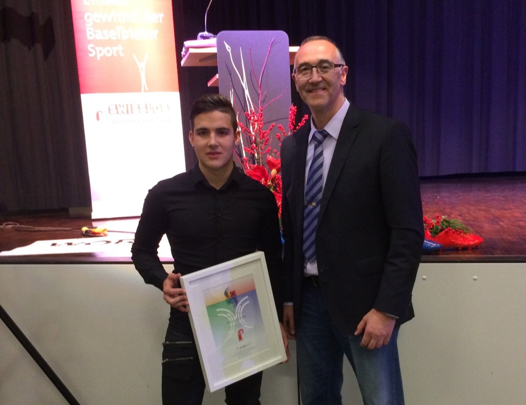 Maurice Rösch mit Giuseppe Puglisi nach der Übergabe des Förderpreis in Laufen